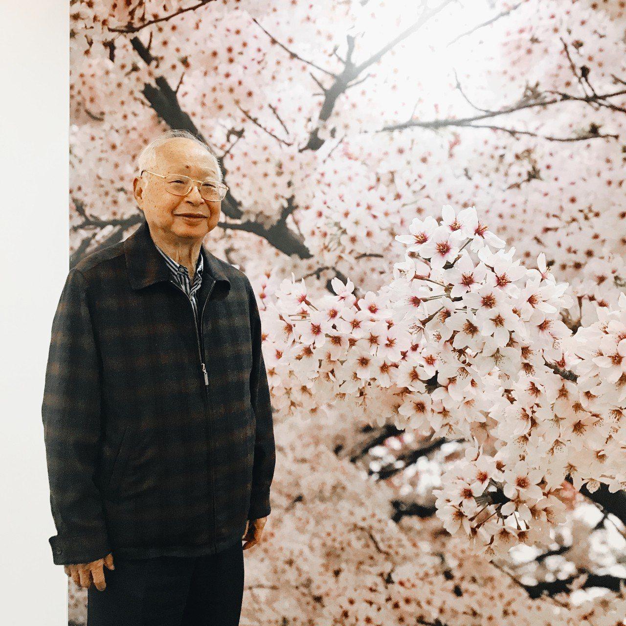 新光三越董事長吳東興熱愛攝影,相機不離身,拍照已成為他生活最自在歡喜的日常。記者...