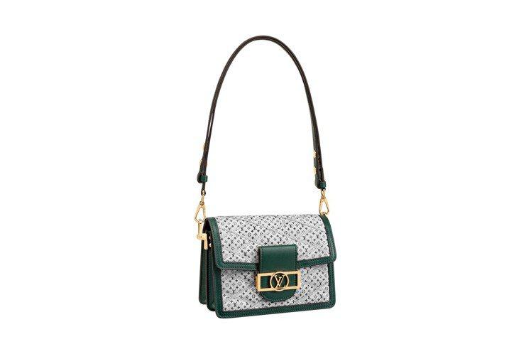 綠色水洗丹寧Dauphine手袋有視覺新鮮感,飾邊以小牛皮製成。圖/LV提供