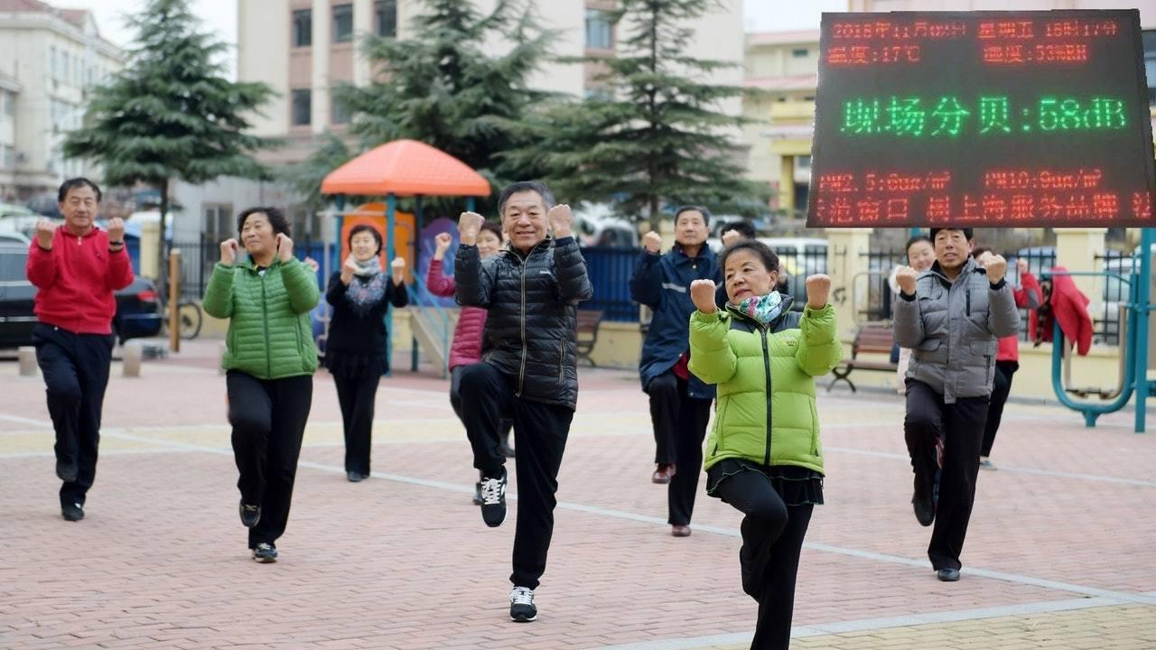 大媽跳廣場舞在大陸各地隨處可見。 圖/取自視覺中國/香港01
