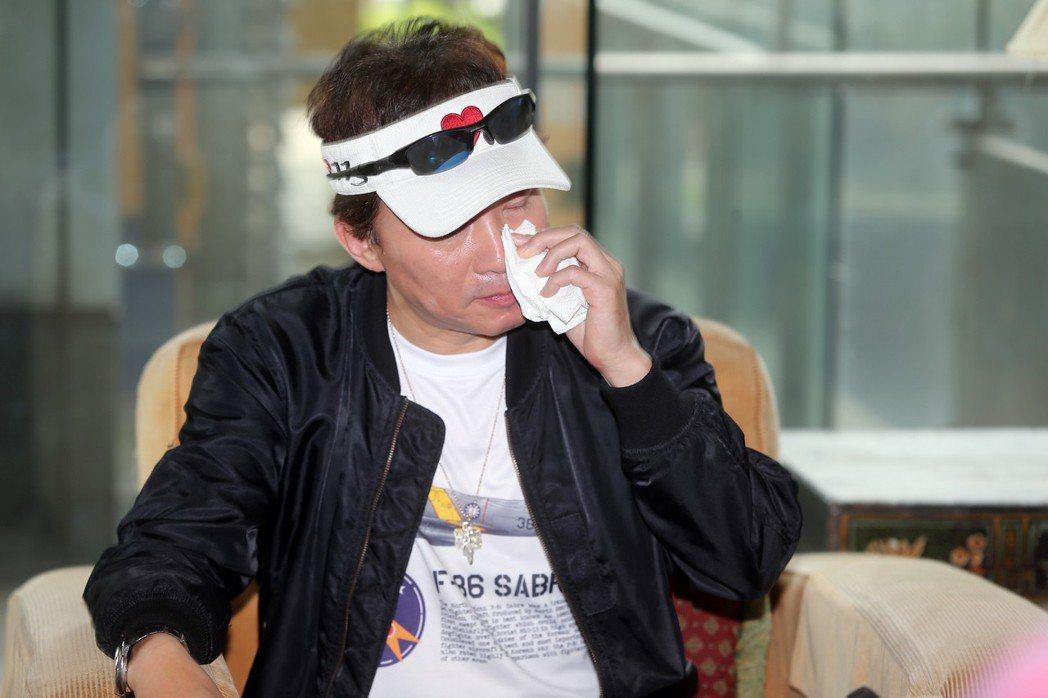 孫鵬首度公開受訪談到美國救子的心路歷程,忍不住紅了眼眶哽咽。記者徐兆玄/攝影