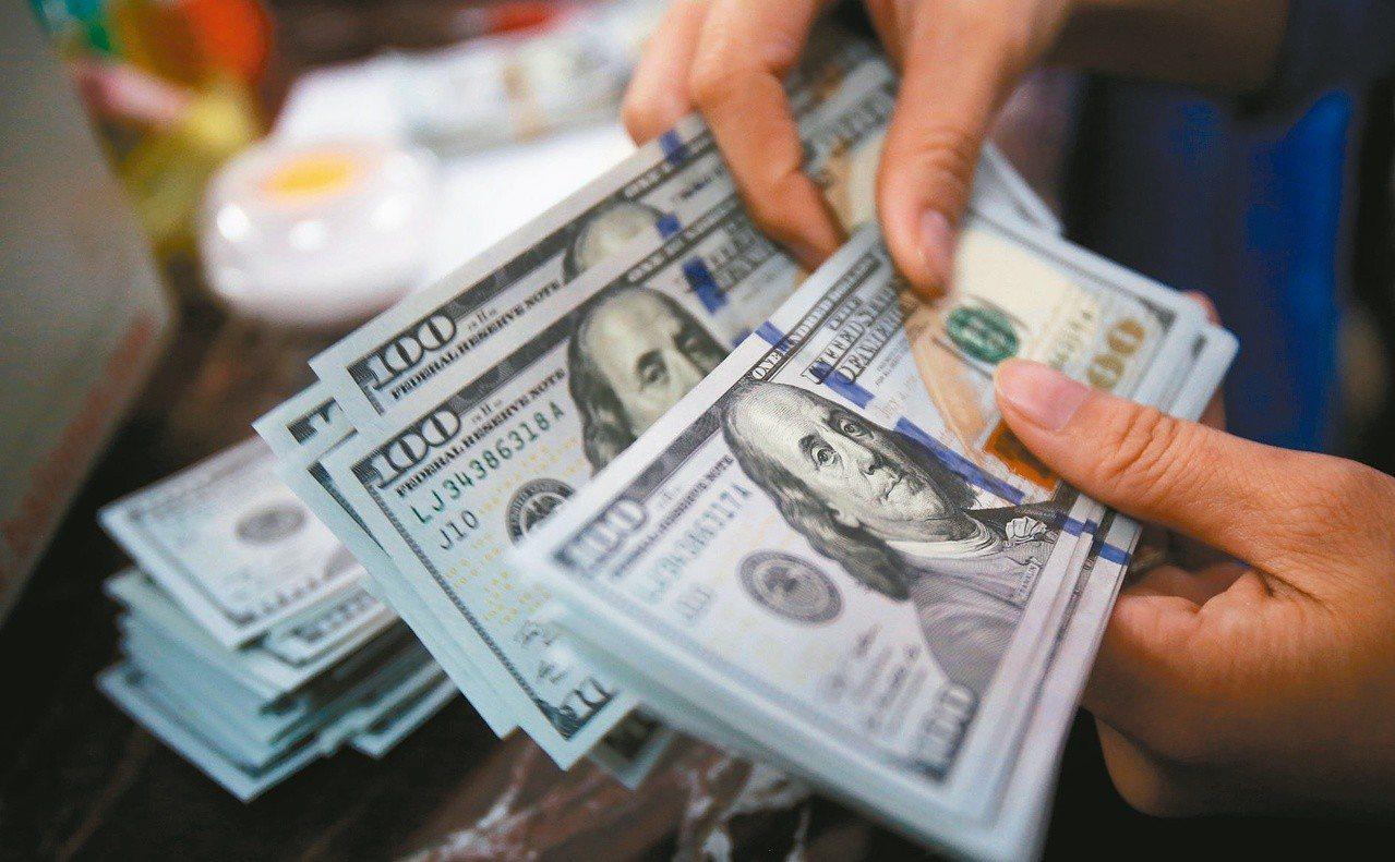 調查國內十大投信看法,第2季激推多重收益型基金,最有機會幫投資人賺到錢。 路透