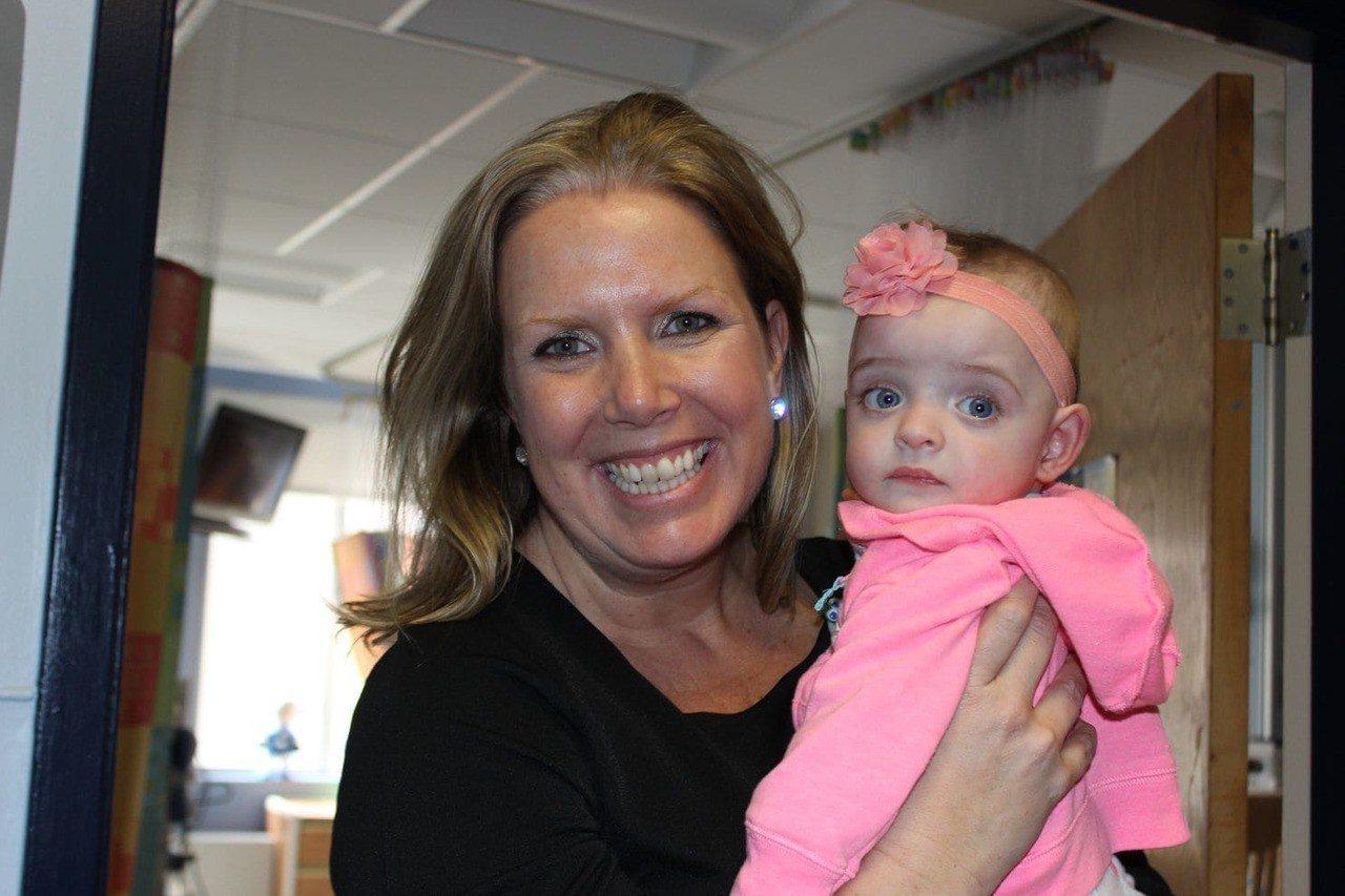 早產兒住院五個月無人探視,護士收養 (取自臉書)