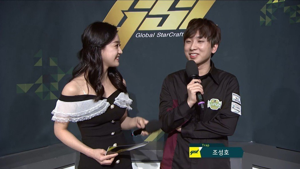 (左起)主持人Gyuri、Trap 圖/AfreecaTV 實況畫面