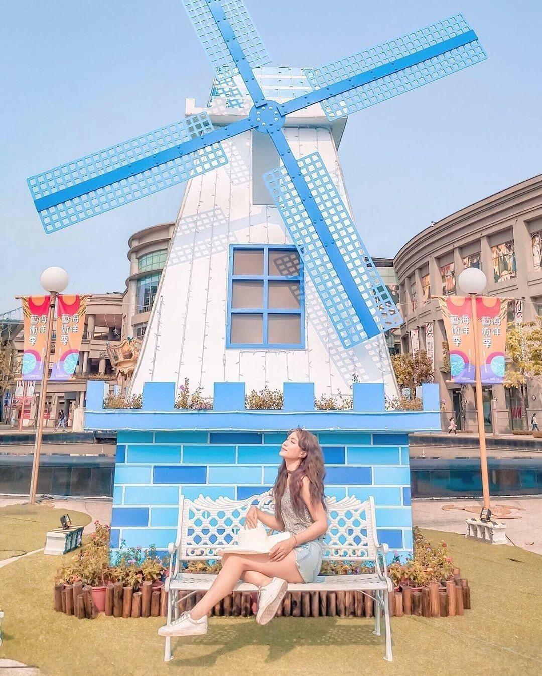 圖/旁邊的風車佈景,藍白相間的清爽氣息。網友vanessaboutique012...
