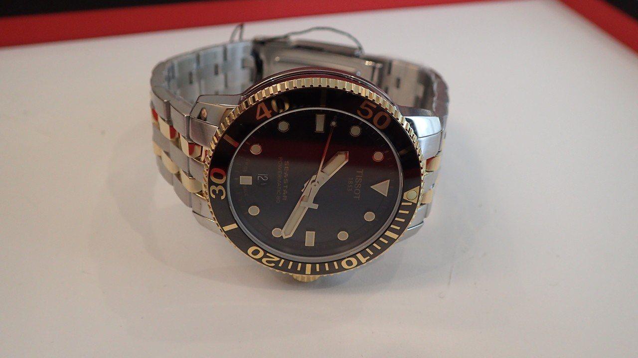 全新配色的Seastar 1000自動上鍊腕表,搭配了陶瓷表圈,價格未定。。記者...