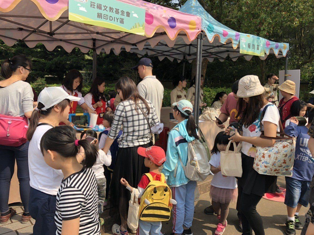 今天也是六福村第二季慶典「動物派對」活動首日,莊福基金會下午將在園區舉辦全國最大...