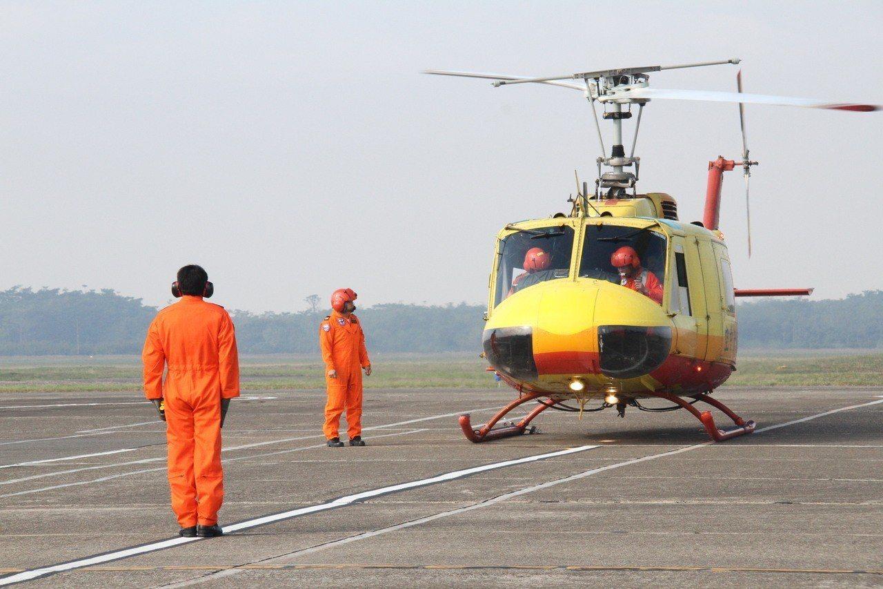 2015年,內政部空勤總隊接收首批UH-60M黑鷹直升機,現役15架UH-1H直...