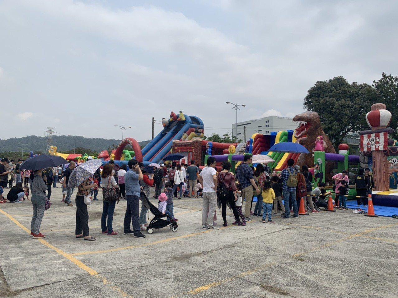 今天是兒童節4天連假首日,新竹縣竹北市公所從今天起至6日舉辦為期三天的兒童節活動...