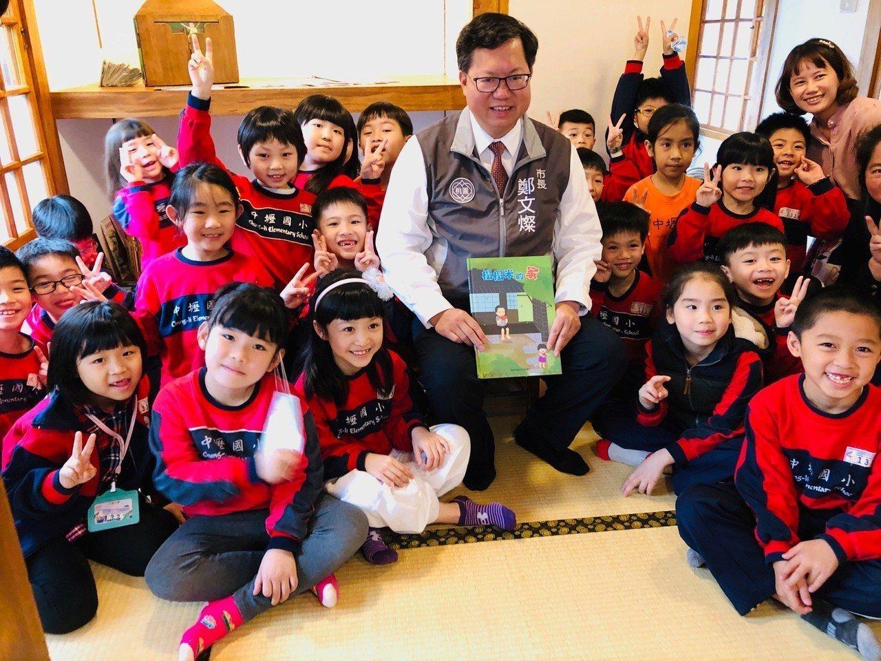 「壢小故事森林」啟用,桃園市長鄭文燦認為是兒童節最好的禮物。圖/桃園市文化局提供