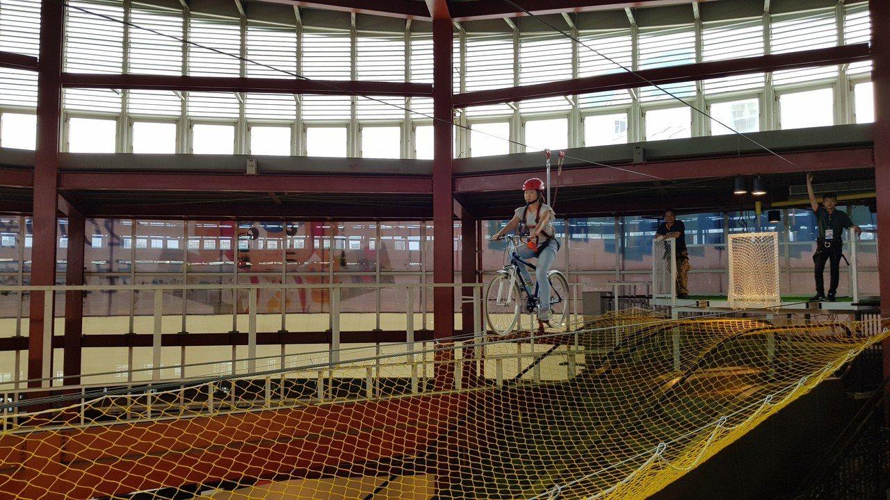 新竹市兒童藝術節─風的運動場今天登場,9項大型遊具供孩子免費玩樂。記者黃瑞典/攝...