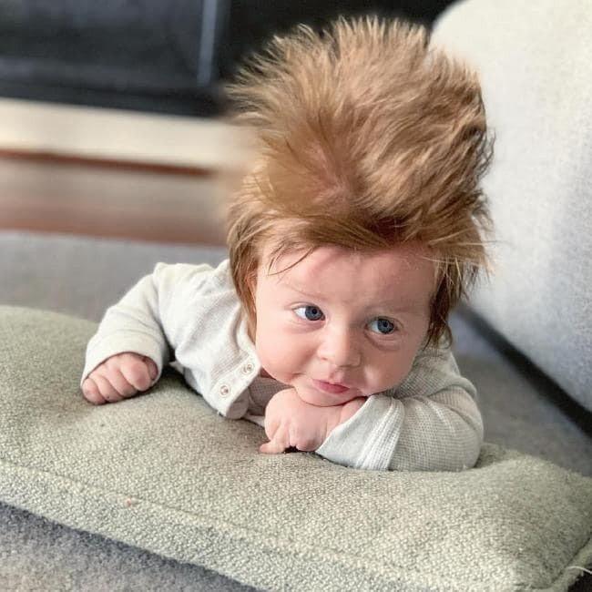 男嬰波士頓的頭髮讓人驚訝。圖/取自Instagram,Tara Simich提供