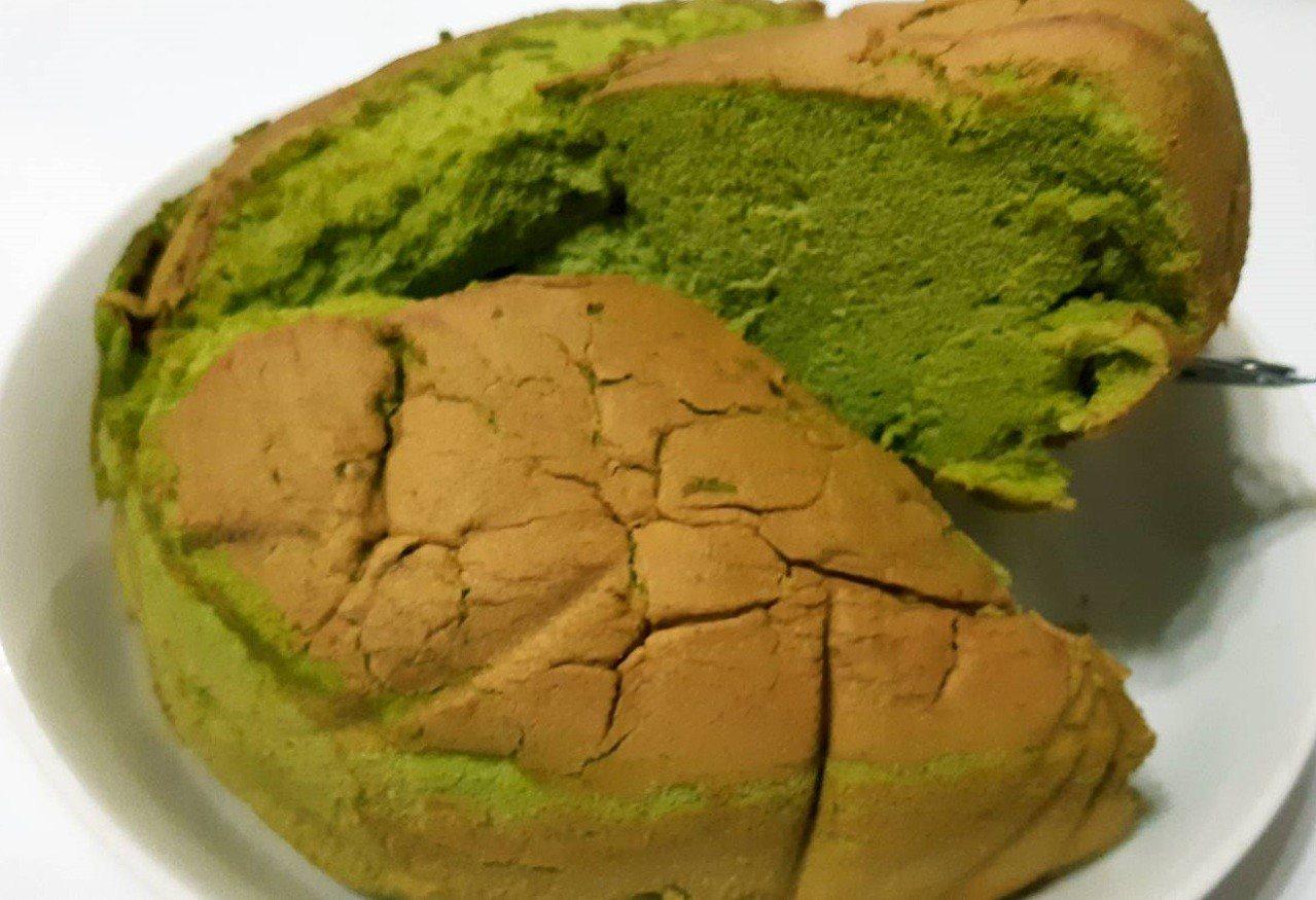 抹茶口味古早味蛋糕簡單美味又清香。圖/柯意如攝影