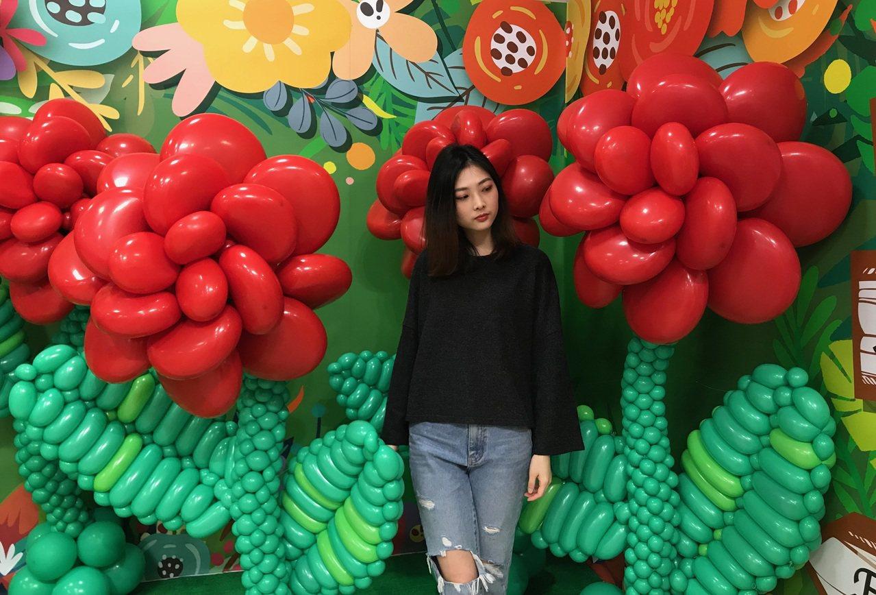 新光三越台北站前店奇幻童話氣球展的「迷幻花園」。圖/新光三越提供