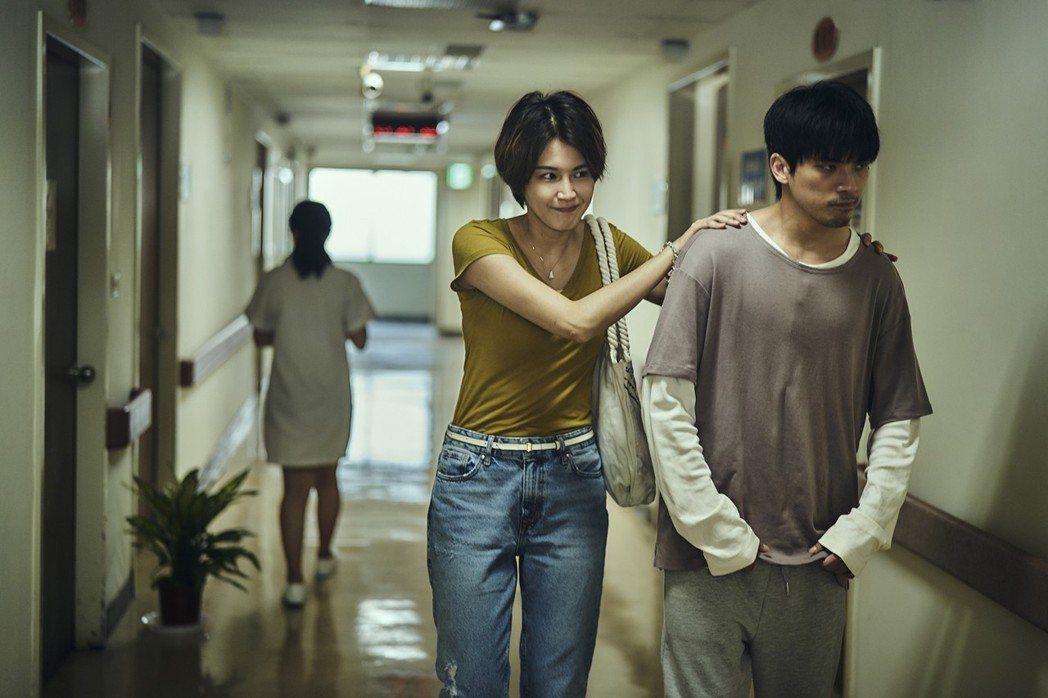 「我們與惡的距離」曾沛慈與林哲熹(右)戲裡戲外情如真姐弟。圖/公視提供