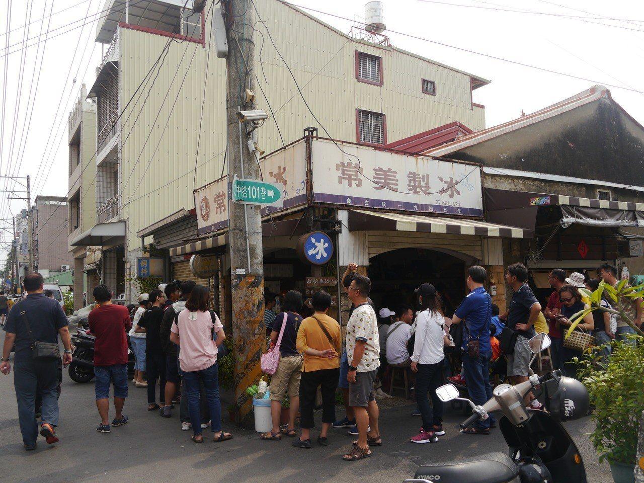 旗山常美冰店是70年老店,目前由第三代接手經營,嗆韓事件後生意爆紅。圖/本報資料...