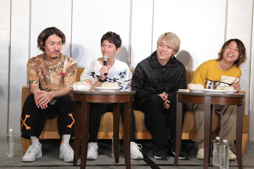 日本搖滾天團ONE OK ROCK擔任紅髮艾德演唱會開場嘉賓。圖/華納音樂提供