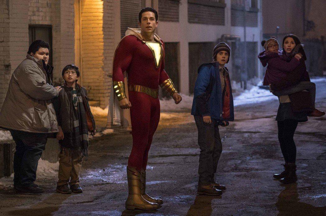 「沙贊!」讓一名14歲小男孩成為超級英雄,風格幽默爆笑。圖/華納兄弟提供