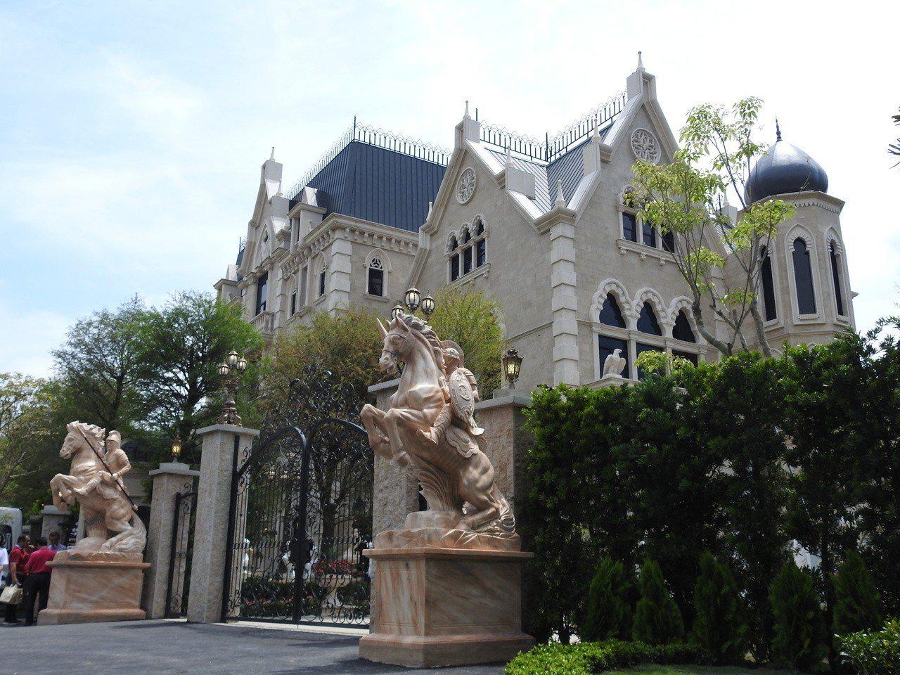 南投縣埔里妮娜巧克力夢想城堡今正式開幕,國小六年級以下學生本月4至7日期間可免費...