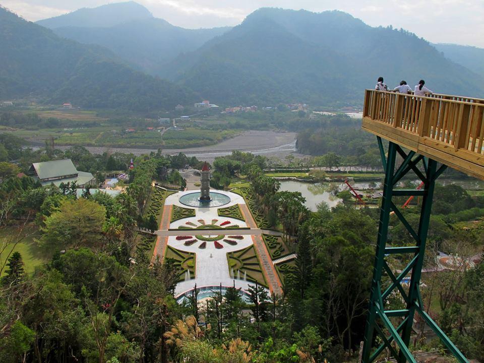 「屬豬」清明連假到泰雅渡假村免門票,園內有海拔500公尺天空步道可俯瞰高空。圖/...