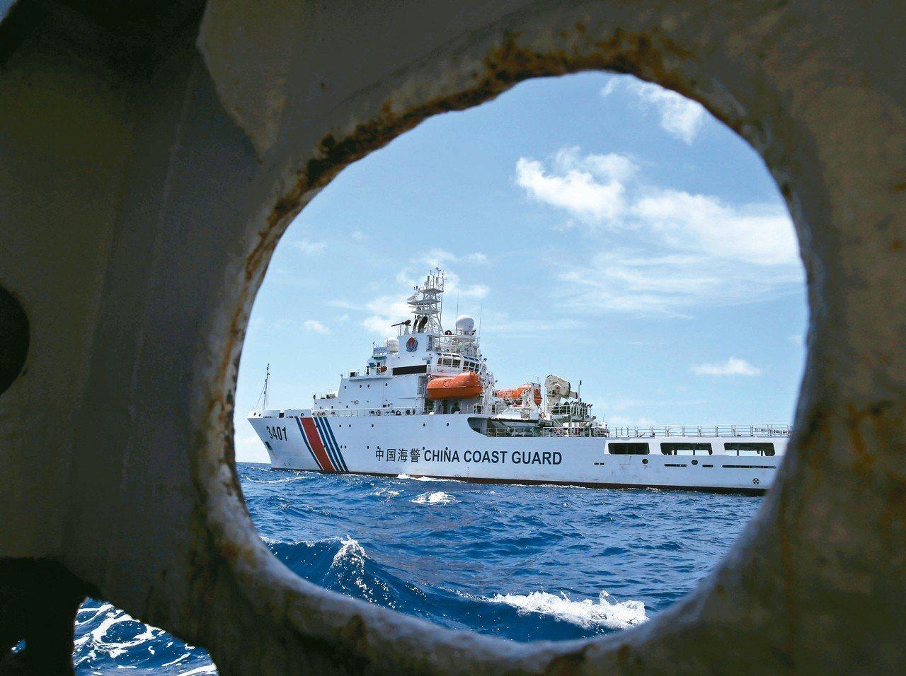 南沙群島的仁愛暗沙亦由菲律賓實際占有,北京曾派海警船阻撓菲國軍方運補。 (美聯社...