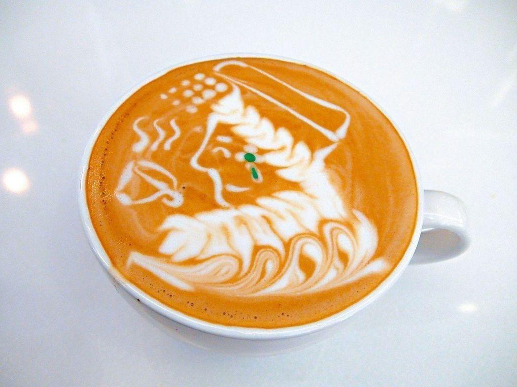 側臉的媽祖喝著咖啡,還描繪出翡翠耳環,模樣傳神。 記者余采瀅/攝影