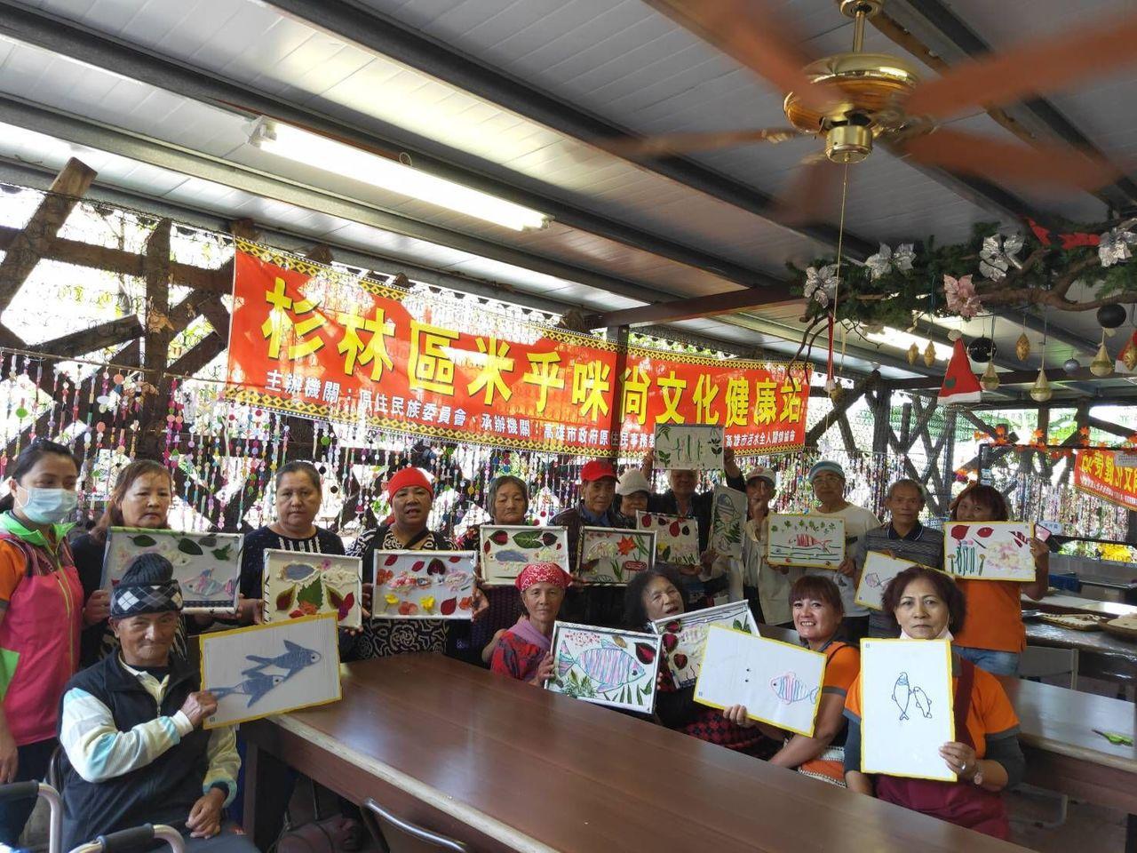 高雄大愛永久屋共有六座教堂,原民長輩聚在文化健康站上課。 記者徐白櫻/翻攝