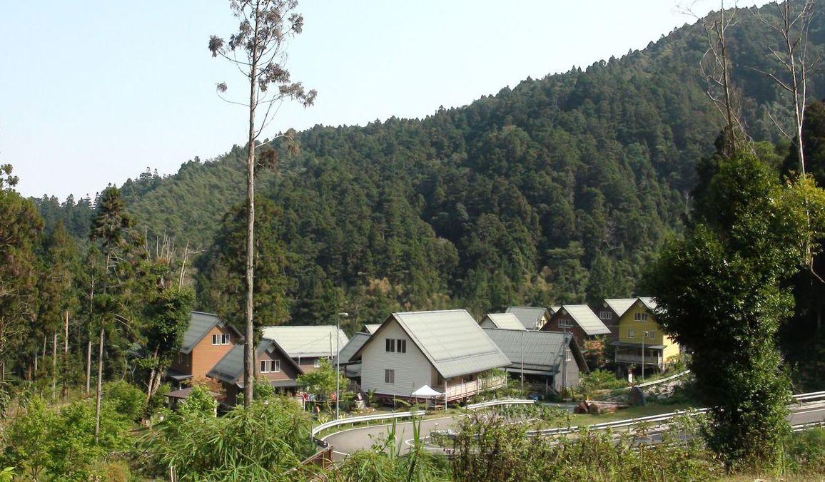 位於來吉村優美山林間的莫拉克永久屋「得恩亞納」社區。 記者謝恩得/攝影