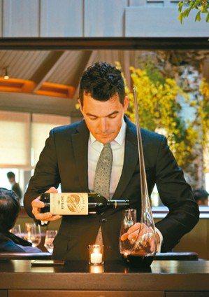 我們在餐廳看見侍酒師工作只是 他們全部工作的一半。圖/聶汎勳 圖/聶汎勳