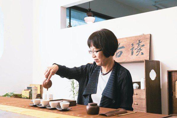 廖寶秀結合工作與興趣,摸透中國茶文化。 陳立凱/攝影