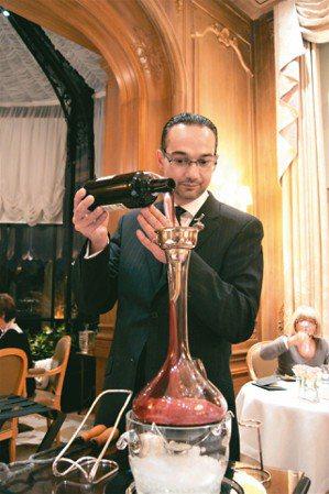 侍酒師最重要的是要做到juste(恰到好處)。兩星餐廳Les Crayeres侍...
