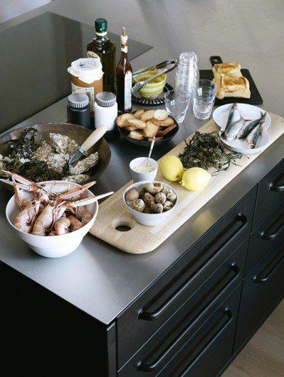 鋼材是現代廚具材質的新主流。圖/森/CASA提供 劉小川