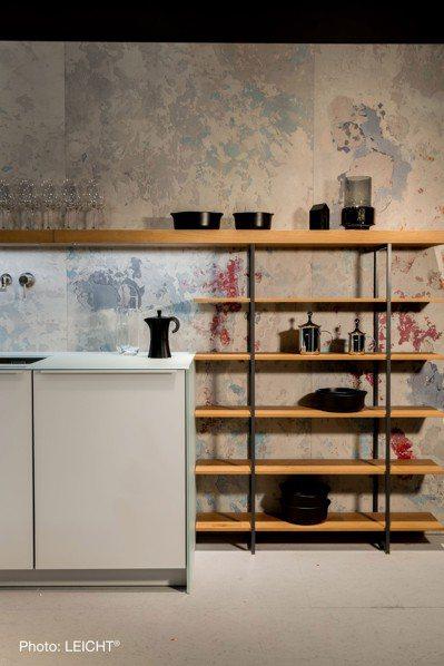 廚具的多樣化材質,更顯迷人,LEICHT使用如混凝土般的材質,讓整體充滿後現代風...