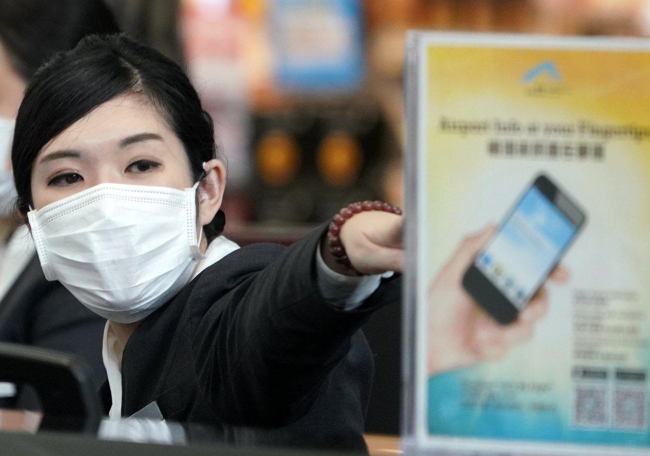 香港昨新增七宗麻疹個案,創今次疫情單日確診新高,當中兩名機場員工曾接種三劑麻疹疫...