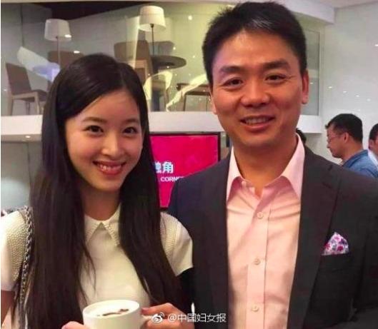京東的老闆劉強東與奶茶妹章澤天。(取材自微博)