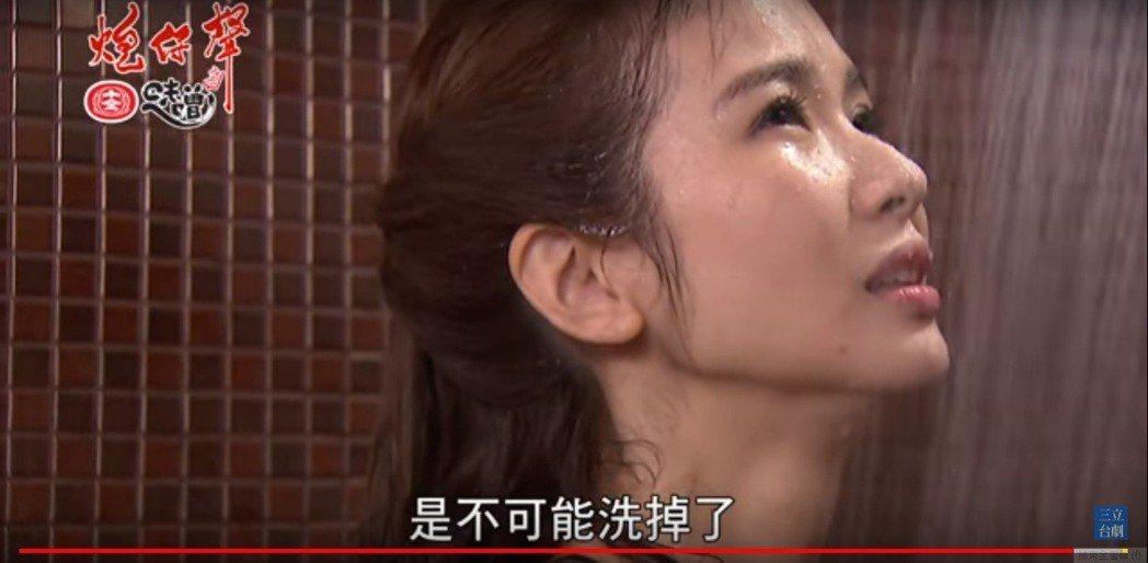 「戲說一姐」陳小菁在「炮仔聲」大尺度演出淋浴,反派演技也很受肯定。圖/擷自三立台...