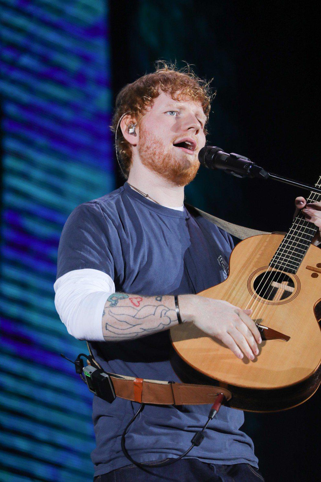 紅髮艾德4日晚上在桃園市立田徑場開唱,嗨翻2.5萬台灣歌迷。圖/華納音樂提供