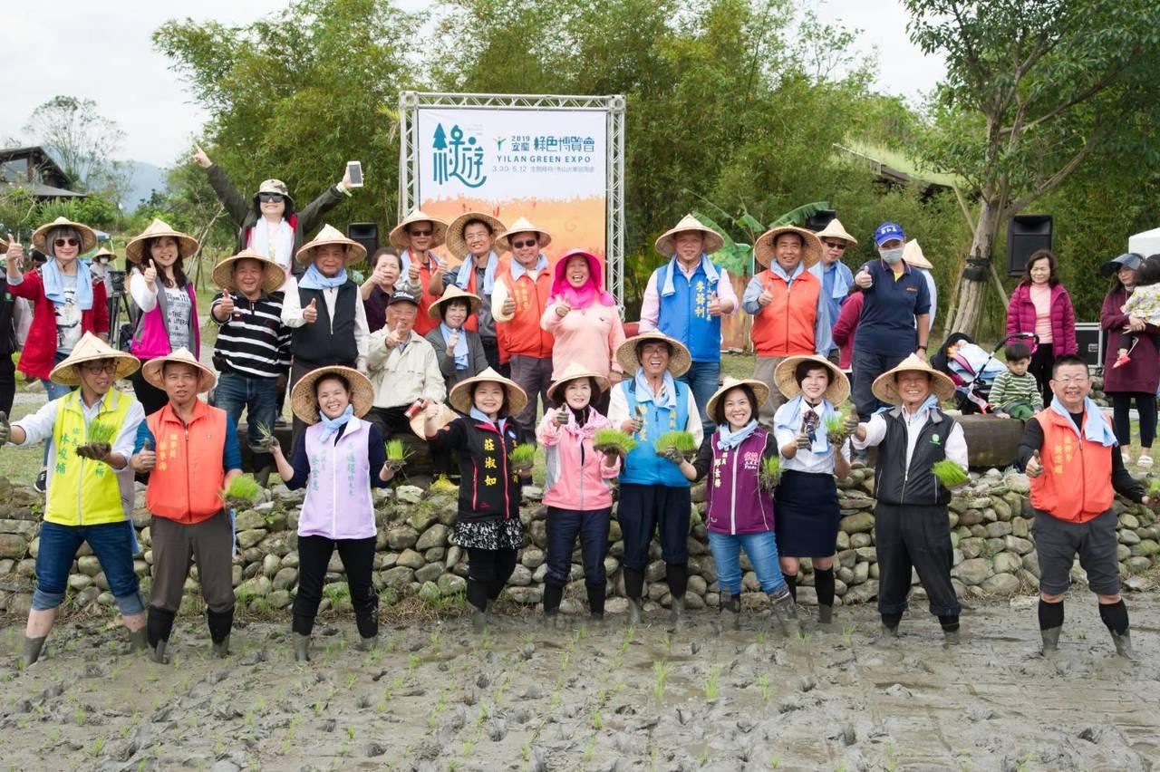 春遊宜蘭,最適合親近大自然,縣政府正舉辦綠色博覽會活動,鼓勵外縣市民眾搭乘火車或...