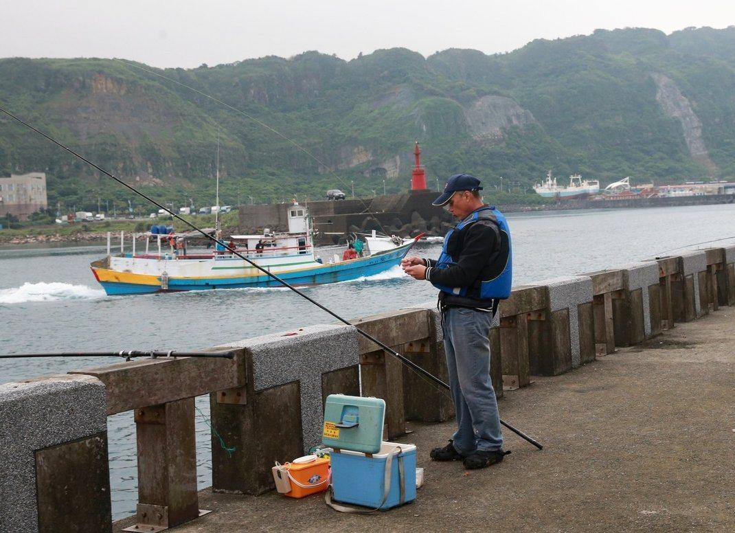漁港垂釣議題近日熱燒中。本報資料照