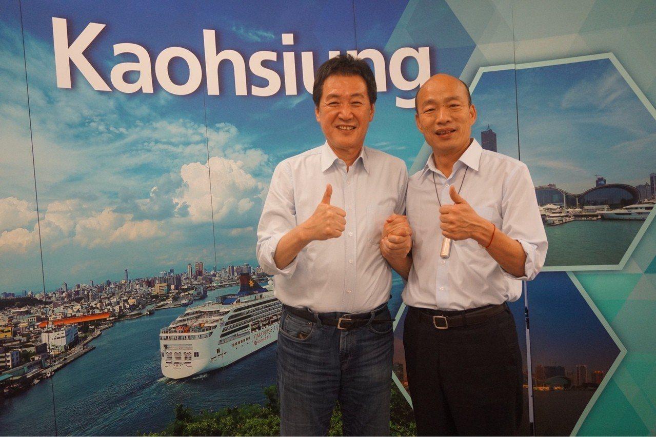 立委費鴻泰(左)今天上午在臉書以「韓市長的佛心,陳菊的禍心」為題發文。圖/費鴻泰...