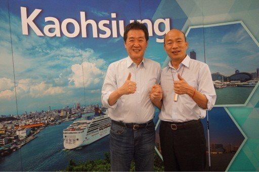 立委費鴻泰(左)指挑戰者王鴻薇剪接高雄市長韓國瑜電話錄音,要求她退出黨內初選。圖...