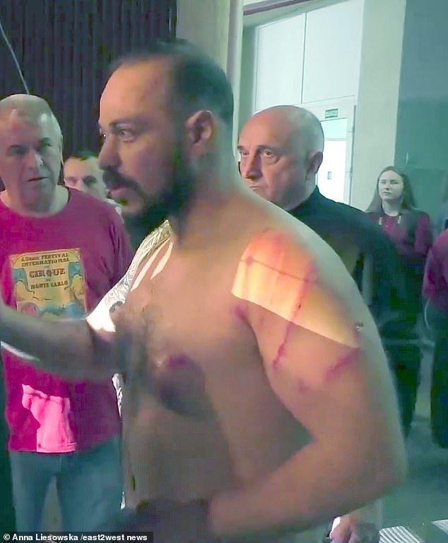 一場闔家觀賞的馬戲團表演差點演變成命案現場,事件發生在烏克蘭盧干斯克(Lugan...