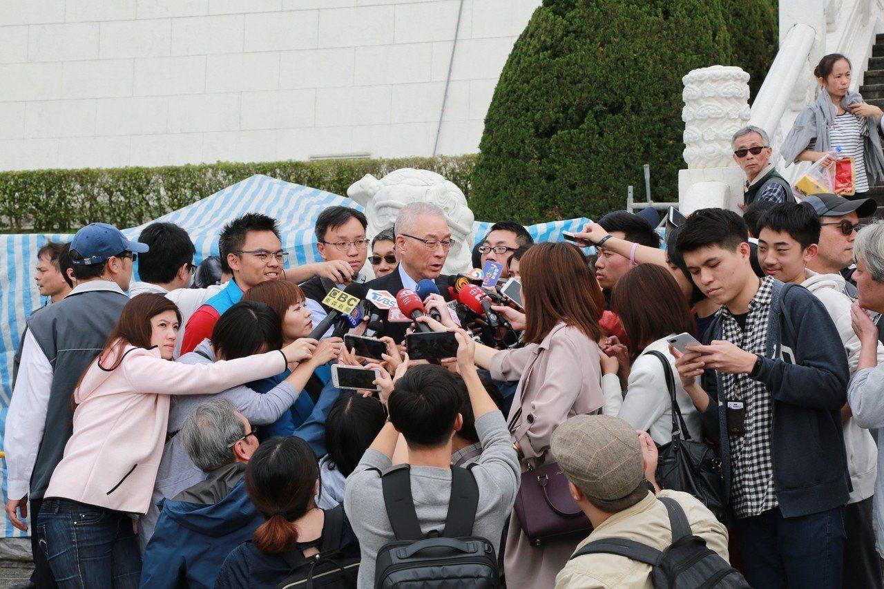 針對朱立倫要求會談公開,吳敦義下午接受媒體訪問親自做出回應。記者王寓中/攝影
