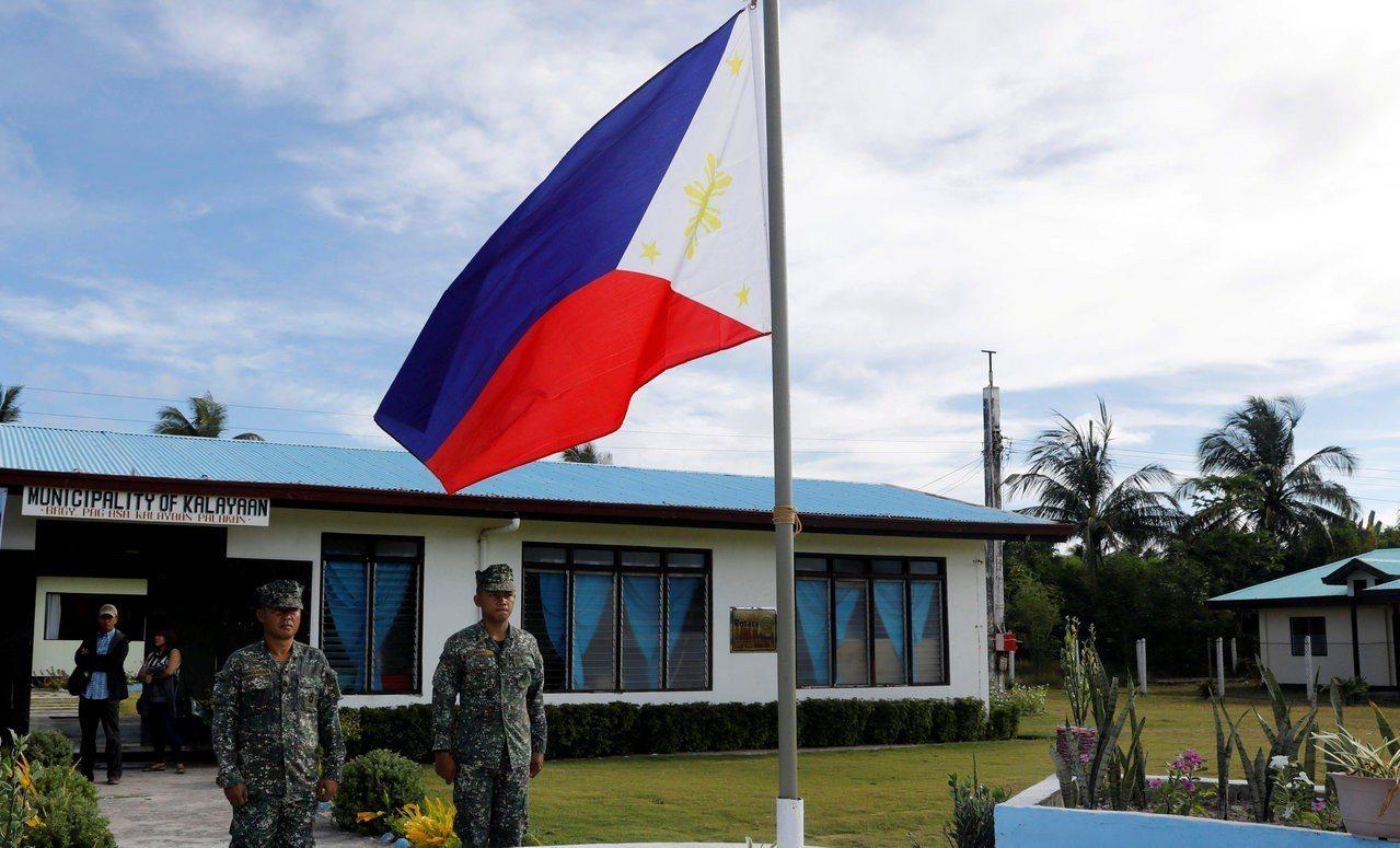 菲律賓總統杜特蒂4日警告中國別碰有主權爭議的中業島。圖為駐中業島的菲律賓士兵。路...
