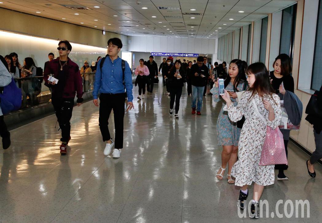 韓國男團「VIXX」的Ravi下午抵台。記者鄭超文/攝影