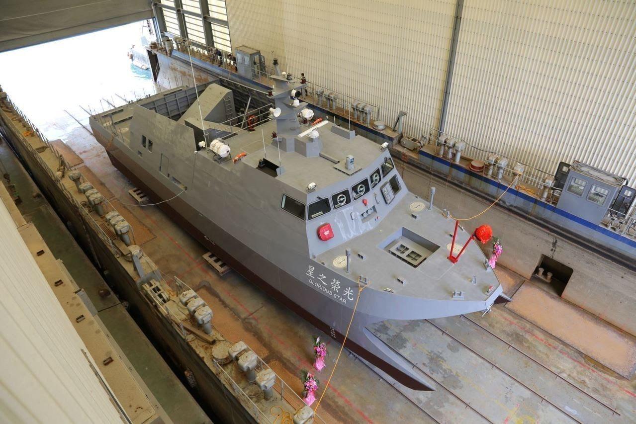 外界盛傳中科院月前完工下水的80噸「光榮之星」就是國軍「微型飛彈突擊艇」的原型艇...