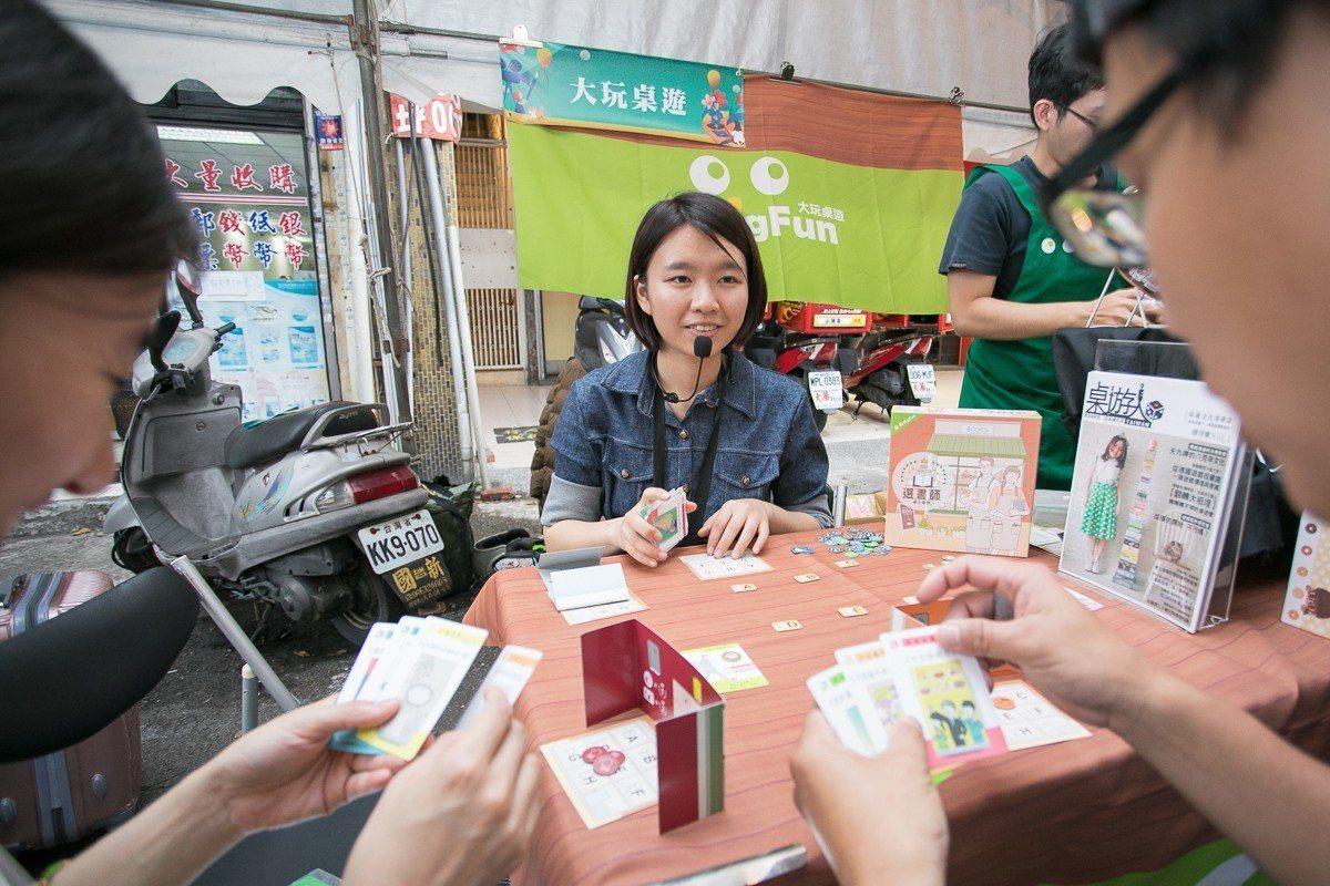 文化總會舉辦「桌遊春日祭」,逾10家桌遊品牌展出逾百款桌遊,堪稱台灣首場大型露天...