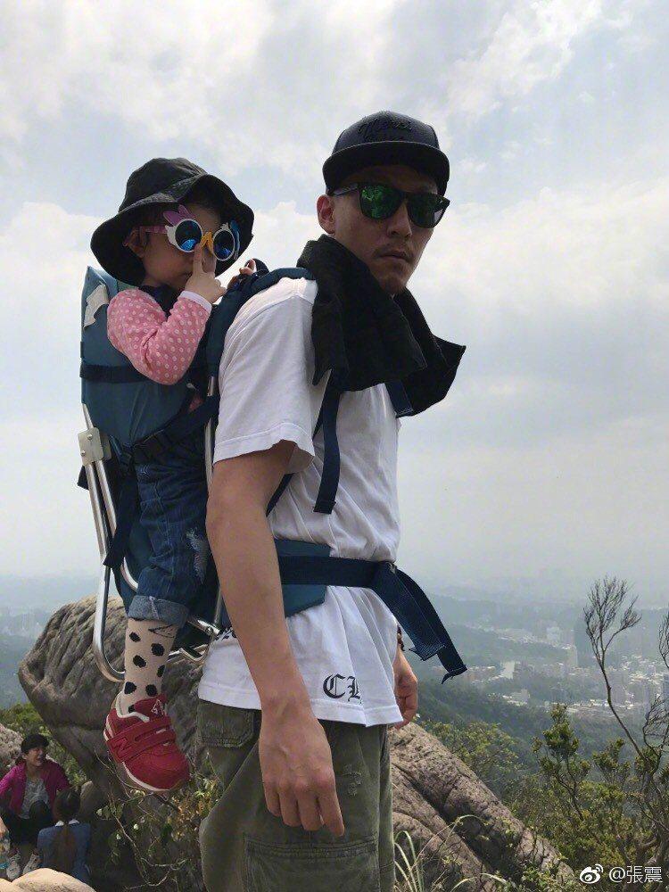 張震非常疼愛女兒「小源寶」。圖/摘自張震微博
