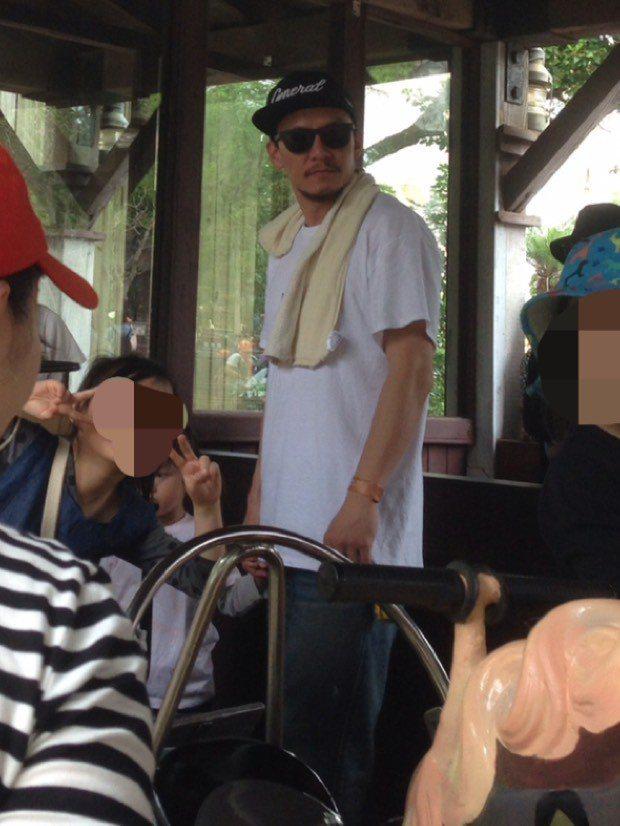 張震趁兒童節帶女兒去六福村玩。圖/讀者提供