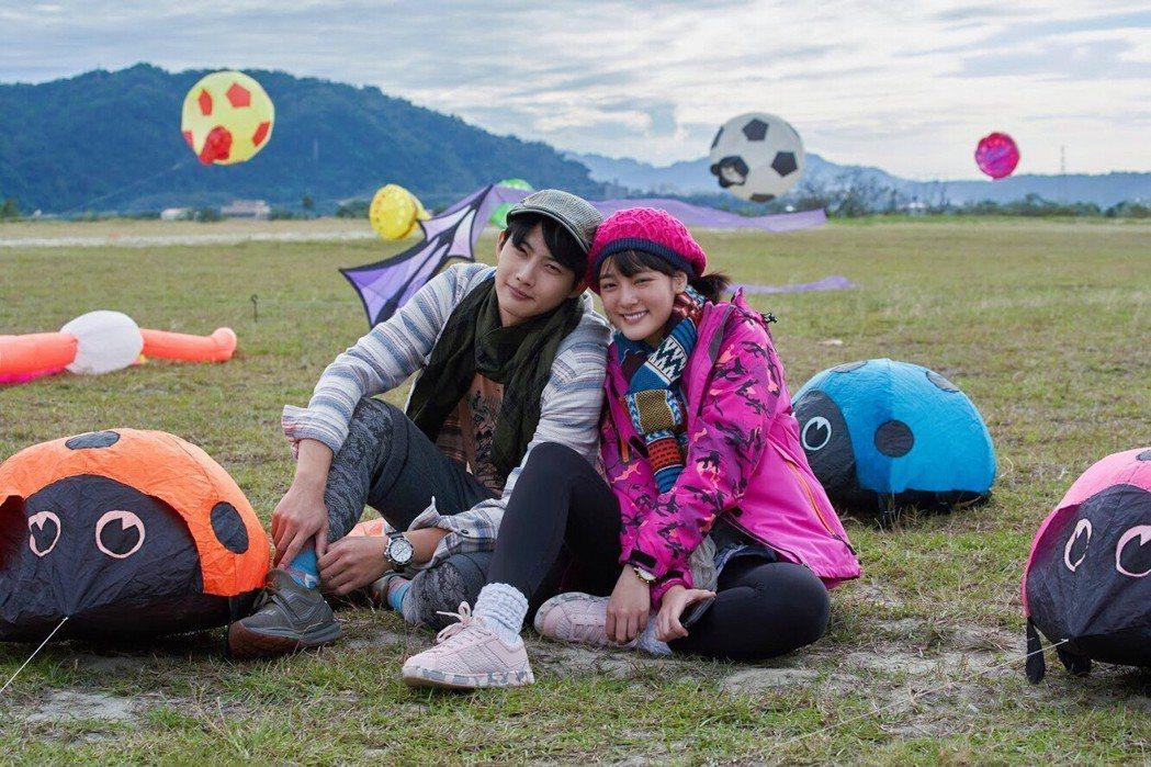 張庭瑚(左)、王淨演出風箏下告白戲。圖/東森提供
