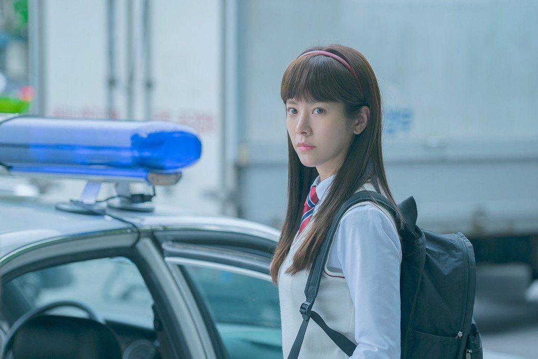 韓志旼在戲中學生時代扮相清純。圖/東森戲劇台提供